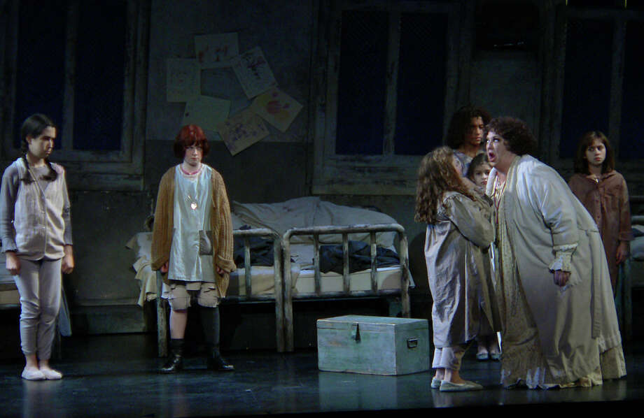 'Annie,' 2006. Photo: BILLY CALZADA, San Antonio Express-News / SAN ANTONIO EXPRESS-NEWS