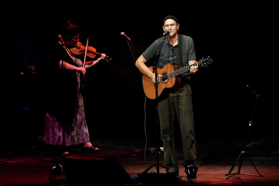James Taylor, 2009. Photo: JERRY LARA, San Antonio Express-News / glara@express-news.net