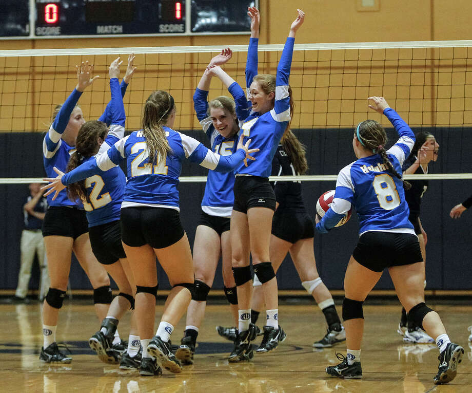 The Alamo Heights Lady Mules celebrate a point during their match with Boerne Champion at Boerne Champion on Tuesday, Oct. 22, 2013.  Alamo Heights won the match in four sets.  MARVIN PFEIFFER/ mpfeiffer@express-news.net Photo: Marvin Pfeiffer/ Express-News / Express-News 2013