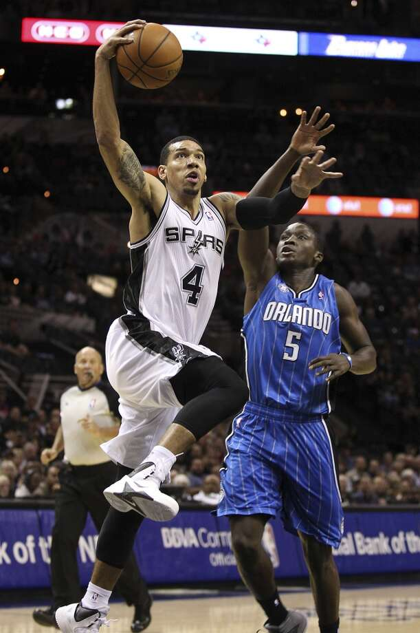 Spurs' Danny Green drives the basket against the Orlando Magic's Victor Oladipo during their preseason game at the AT&T Center on Tuesday, Oct. 22, 2013. Photo: Kin Man Hui, San Antonio Express-News