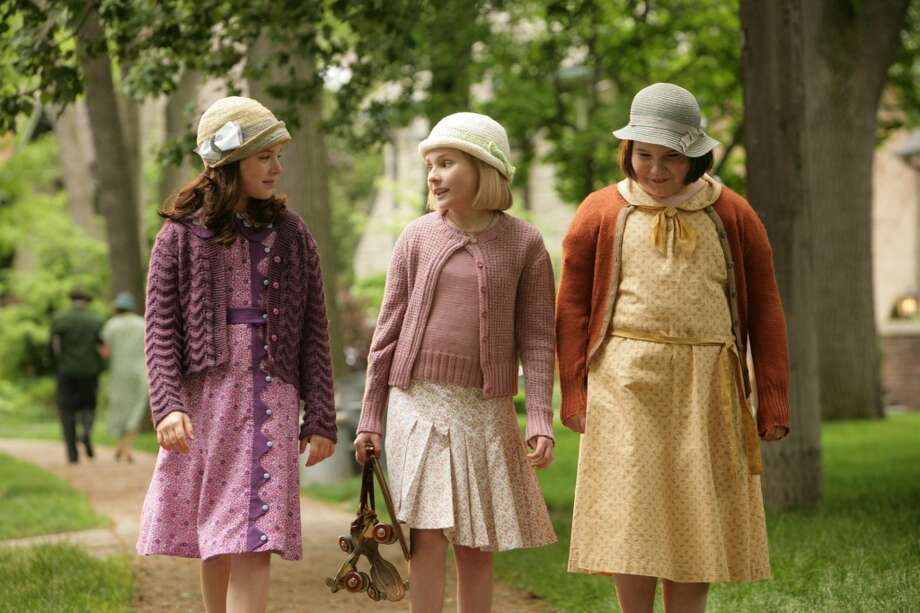 "Abigail Breslin, center, Madison Davenport, left, and Brieanne Jansen are shown in a scene from ""Kit Kittredge: An American Girl."" Photo: Cylla Von Tiedemann, AP"