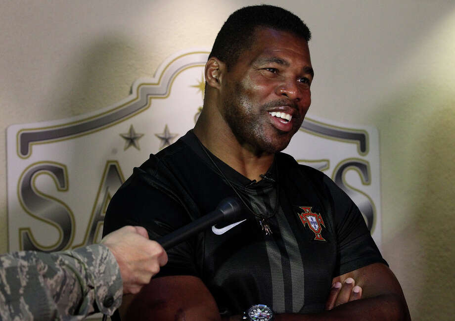 Former Dallas Cowboy and Heisman winner Herschel Walker was the featured speaker at a Purple Heart medal presentation. Photo: John Davenport, San Antonio Express-News / ©San Antonio Express-News/Photo may be sold to the public
