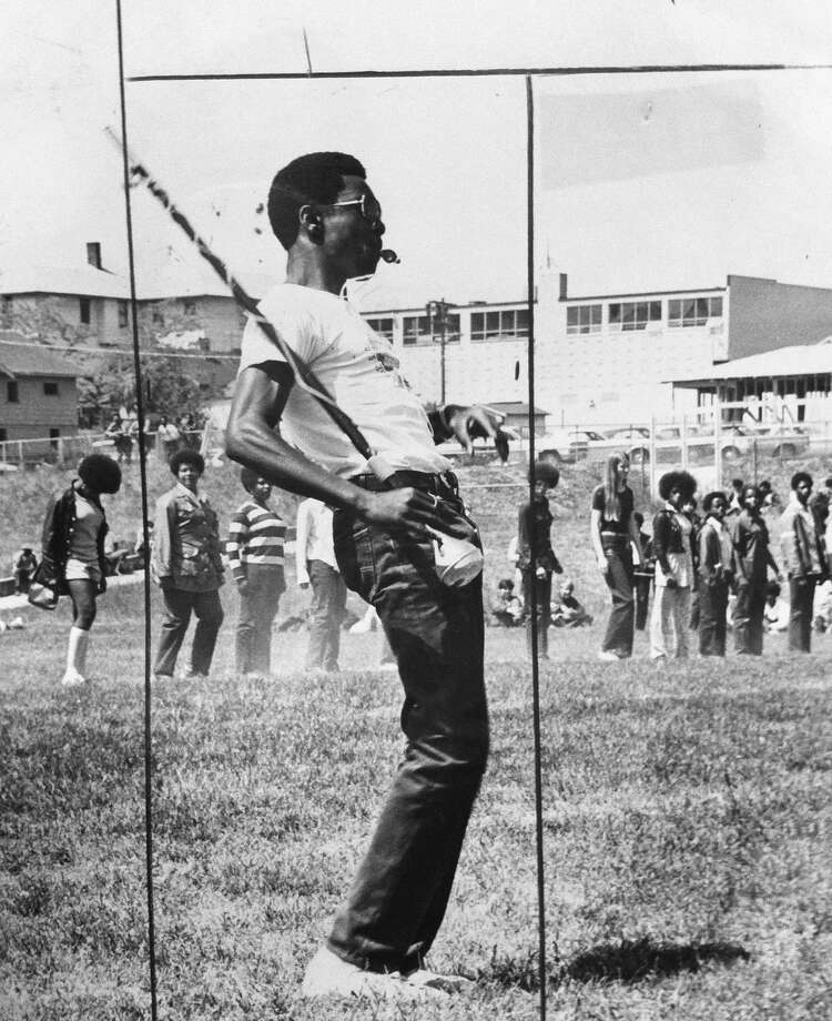 Garfield drum major Willie Lee Fisher is pictured in front of the school's drill team on May 28, 1971.  Photo: Seattle Post-Intelligencer, Copyright MOHAI