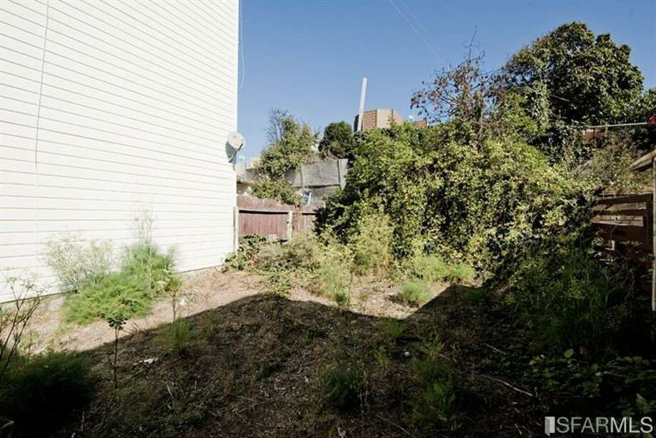 Yard, neglected... but at least it exists.  Photos: Paula Rose, Prudential CA Franciscan Prop./MLS