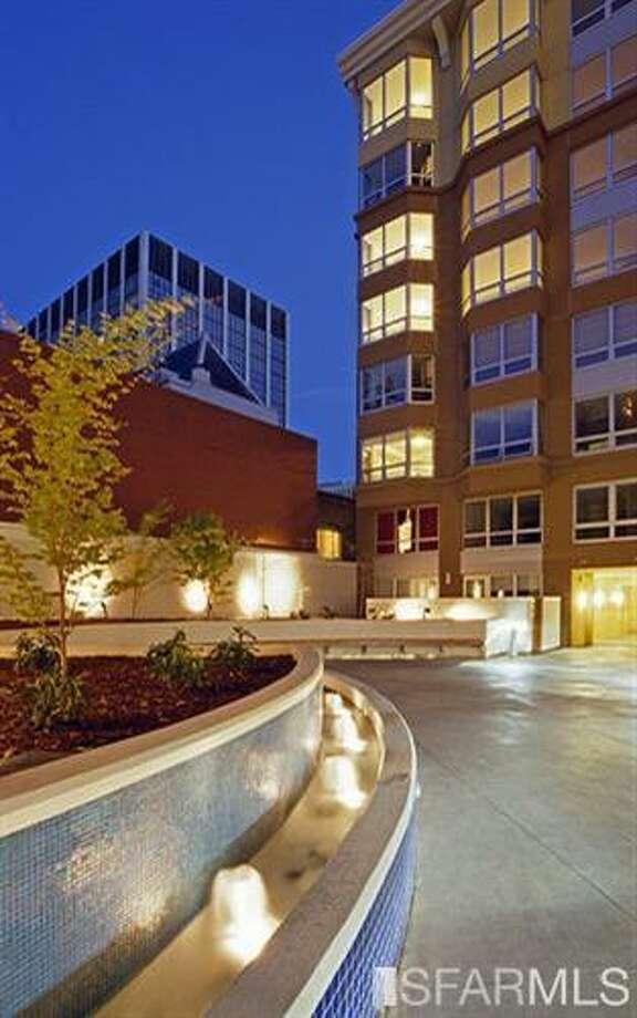 Snappy exterior. Photos: Kirk Dahle/Vanguard Properties/MLS