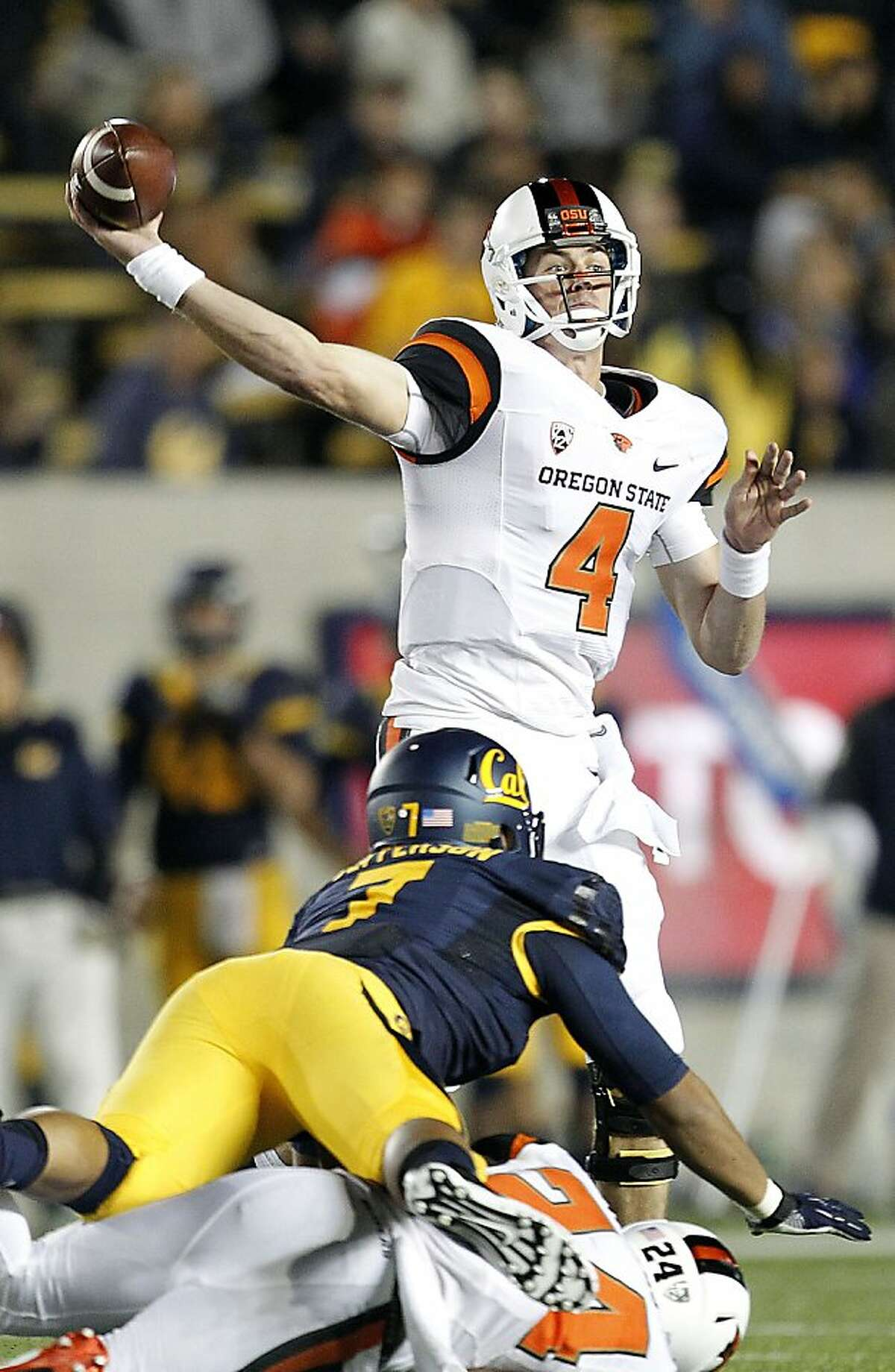 Oregon State quarterback Sean Mannion (4) throws against California during the first half of an NCAA college football game in Berkeley, Calif., Saturday, Oct. 19, 2013. (AP Photo/Tony Avelar)