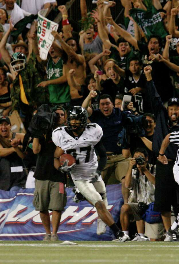 The University of Hawaii Rainbow Warriors. Fight like a water droplet. Photo: HUGH GENTRY, Mysa / AP