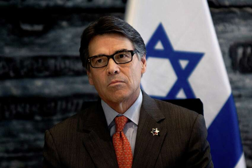 Oct. 23, 2013 In early August, about a month after announcing he would not run again for governor, the man with the famously good hair updated his look - new dark-framed eyeglasses and saltier temples. We take a look Rick Perry, 63, and his changing look over the past couple of years.