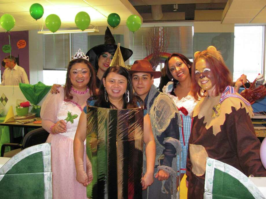 Wizard of Oz  Lisa Ramey (Good Witch), Erica Vazquez (Wicked Witch), Samantha Nguyen (Tin Woman), Raul Torres (Scarecrow), Sandra Gaytan (Dorothy) & Michelle Kristoff (Cowardly Lioness) Photo: Entrust Energy / ONLINE_YES