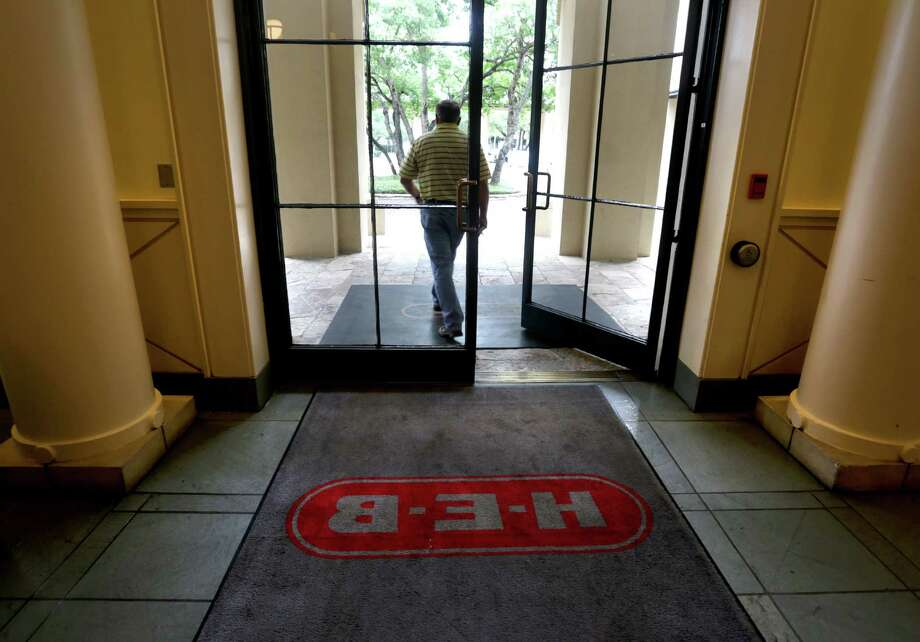 A worker leaves the H-E-B Arsenal Headquarters through the main entrance, Friday, Oct. 18, 2013. Photo: BOB OWEN, San Antonio Express-News / © 2012 San Antonio Express-News