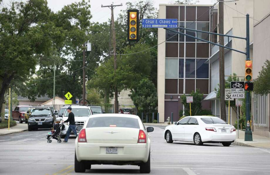 This is the intersection of S. Main at Cesar Chavez Blvd. where H-E-B would like to close S. Main, at its' Arsenal Headquarter Offices, Friday, Oct. 18, 2013. Photo: BOB OWEN, San Antonio Express-News / © 2012 San Antonio Express-News