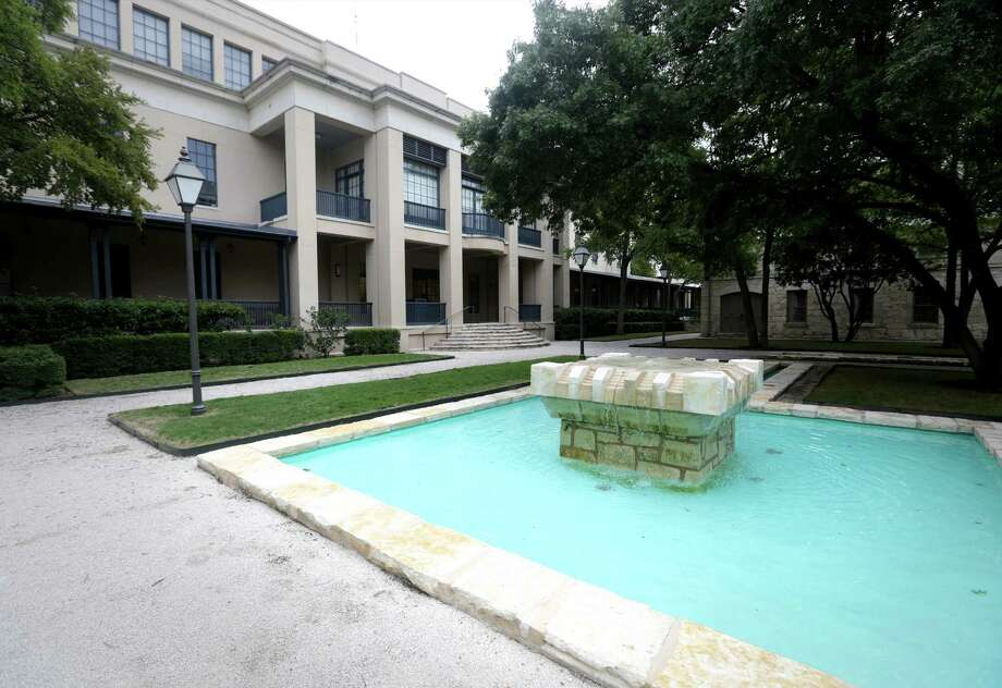 A look at the H-E-B Arsenal Headquarters, Friday, Oct. 18, 2013. Charles Butt's office is in this building which faces a court yard. Photo: BOB OWEN, San Antonio Express-News / © 2012 San Antonio Express-News