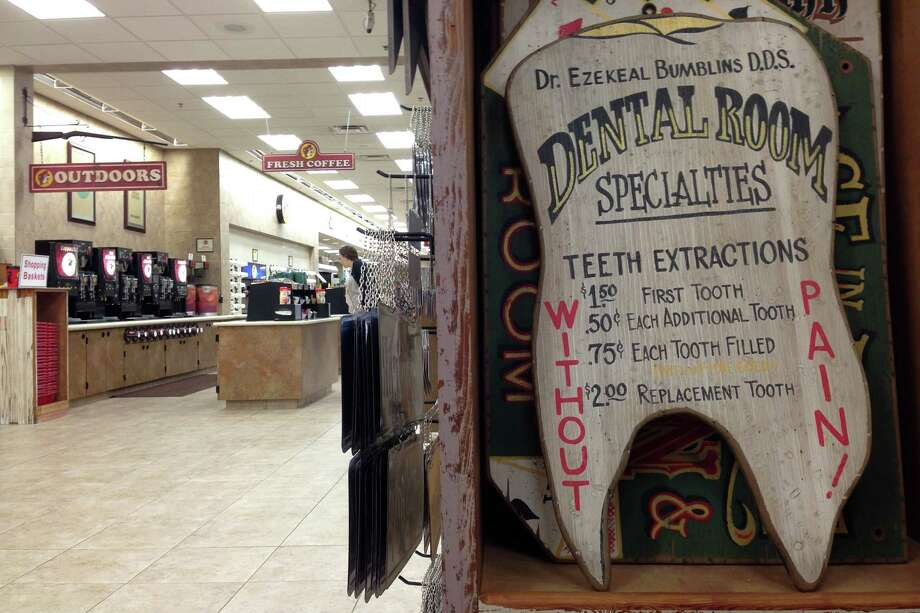 VINTAGE SIGNS: If this is the dentist that Buc-ee uses, we'd suggest going elsewhere. Photo: Brett Mickelson / Brett Mickelson
