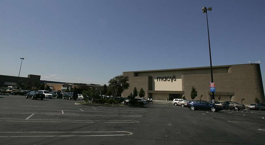 A file photo of the Hilltop Mall in Richmond. Photo: Mark Costantini, The Chronicle