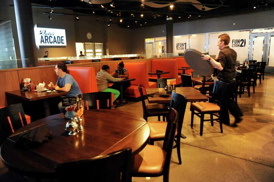 The dining room at Dave and Buster's restaurant on Friday, Oct. 18, 2013, at Crossgates Mall in Guilderland, N.Y. (Cindy Schultz / Times Union) Photo: Cindy Schultz / 00024289A
