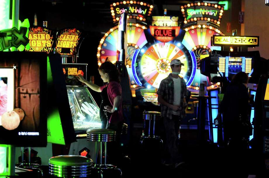 Dave and Buster's. Crossgates Mall, Guilderland.The Midway at Dave and Buster's restaurant on Friday, Oct. 18, 2013, at Crossgates Mall in Guilderland, N.Y. (Cindy Schultz / Times Union) Photo: Cindy Schultz / 00024289A