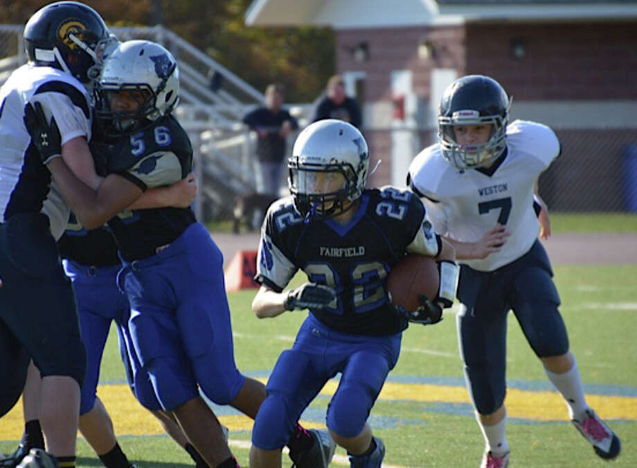 Fairfield Wildcats' eighth-grade running back Timmy Jacobi runs through the Weston defense last weekend. Photo: Contributed Photo / Fairfield Citizen