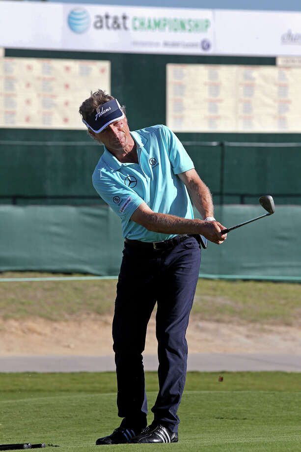 Bernhard Langer practices on the chipping green at the AT&T Canyons Course, TPC San Antonio during the pro am for the AT&T Championship on October 23, 2013. Photo: Tom Reel, San Antonio Express-News