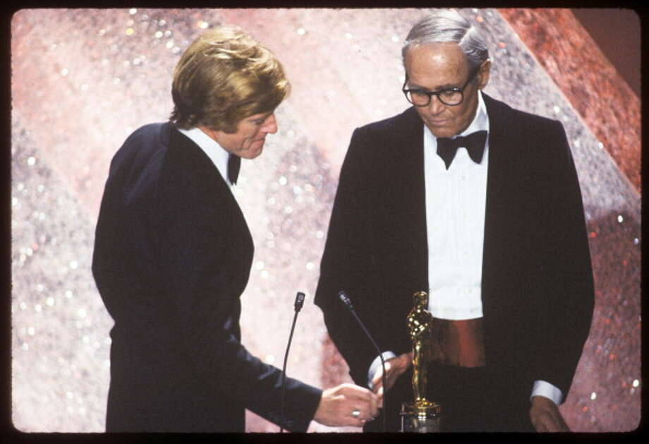 THE 53RD ANNUAL ACADEMY AWARDS - Broadcast Coverage - Airdate: March 31, 1981. (Photo by ABC Photo Archives/ABC via Getty Images) HONORARY OSCAR PRESENTER ROBERT REDFORD (L) WITH RECIPIENT HENRY FONDA Photo: ABC Photo Archives, ABC Photo Archives/Getty Images / 2011 American Broadcasting Companies, Inc.