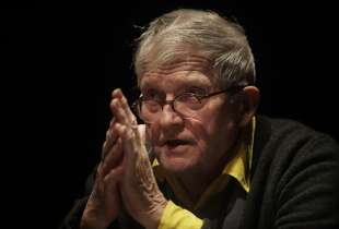 David Hockney speaks during a press preview at the de Young museum on Thursday, October 24, 2013 in San Francisco, Calif.