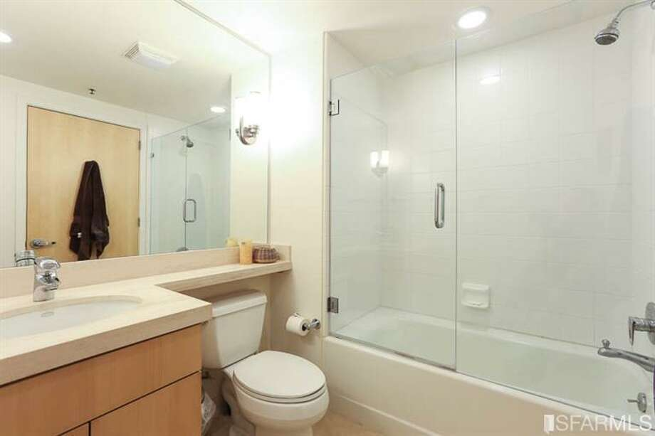 Bath. Photos: Kirk Dahle/Vanguard Properties/MLS