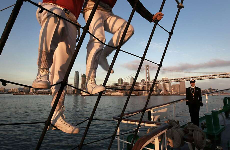 Riggers climb the nets onboard the Colombian tall ship Gloria as it heads to the Bay Bridge. Photo: Michael Macor, The Chronicle