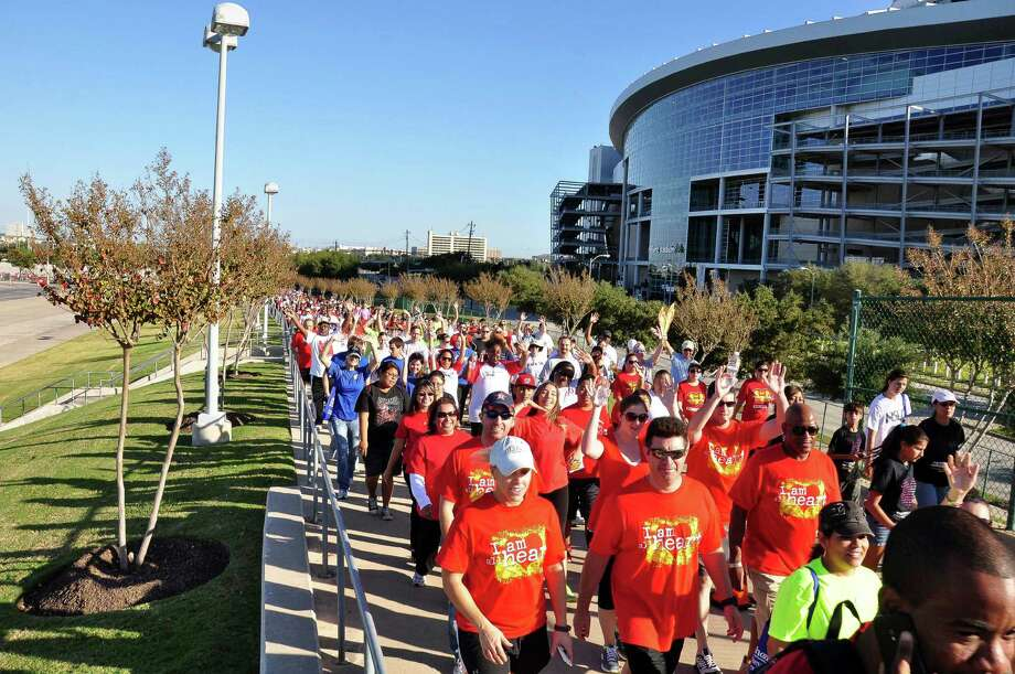 Participants in a past Heart and Stroke Walk. Photo: Photo By Alejandro Montoya