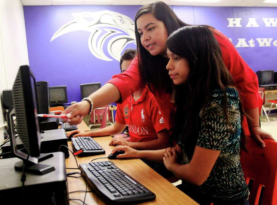 Recruiter Diana Porter, top, from the University of Houston, helps out Laura Rojas in the Valley office as she gets information from the university's website. Photo: Gabe Hernandez, Freelancer / Houston Chronicle
