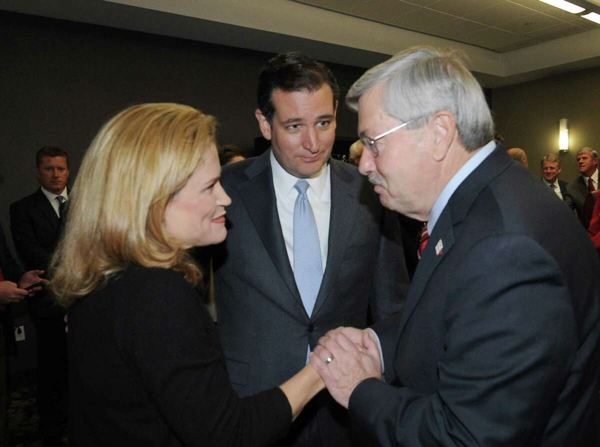 Iowa Gov. Terry Branstad greets Heidi Cruz, the wife of Sen. Ted Cruz, at the annual Ronald Reagan Commemorative Dinner on Friday. Cruz, the keynote speaker, called the health care law a