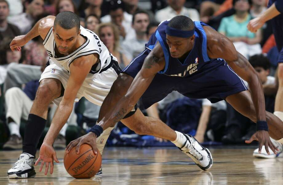 The Spurs' Tony Parker tries to steal the ball from the Mavericks' Josh Howard in the first half on April 7, 2006, at the AT&T Center. Howard had 20 points in the first half. Photo: Bahram Mark Sobhani, San Antonio Express-News