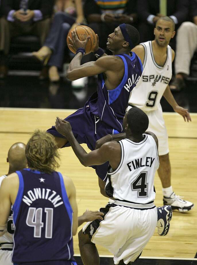 The Mavericks' Josh Howard goes to the basket past the Spurs' Michael Finley (4) and Tony Parker (9) during the second quarter of Game 5 in the Western Conference Semifinals at the AT&T Center on May 17, 2006. Photo: Jerry Lara, San Antonio Express-News