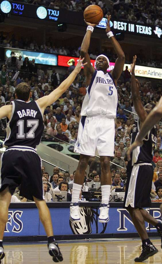 The Mavericks' Josh Howard shoots over the Spurs' Brent Barry and Michael Finley during Game 6 of the Western Conference Semifinals at the America Airlines Center in Dallas on May 19, 2006. Photo: Jerry Lara, San Antonio Express-News