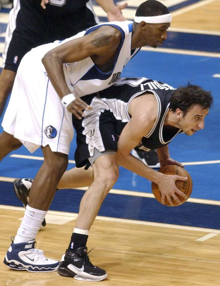 The Spurs' Manu Ginobili grabs a loose ball in front of the Mavericks' Josh Howard during Game 6 of the Western Conference Semifinals on May 19, 2006, at the American Airlines Center in Dallas. Photo: Edward A. Ornelas, San Antonio Express-News