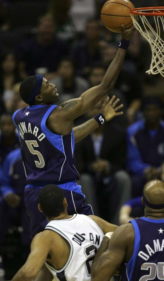 The Mavericks' Josh Howard to the basket for two points during Game 7 of the Western Conference Semifinals at the AT&T Center on May 22, 2006. Photo: Bahram Mark Sobhani, San Antonio Express-News