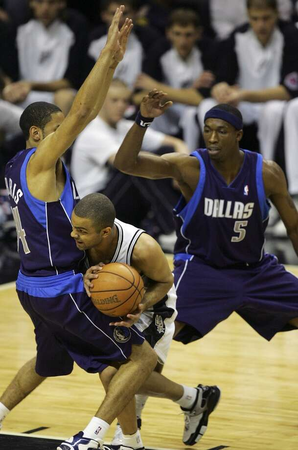 The Spurs' Tony Parker tries to maneuver around the defense of the Mavericks' Devin Harris and Josh Howard (5) during Game 7 of the Western Conference Semifinals at the AT&T Center on May 22, 2006. Photo: Bahram Mark Sobhani, San Antonio Express-News