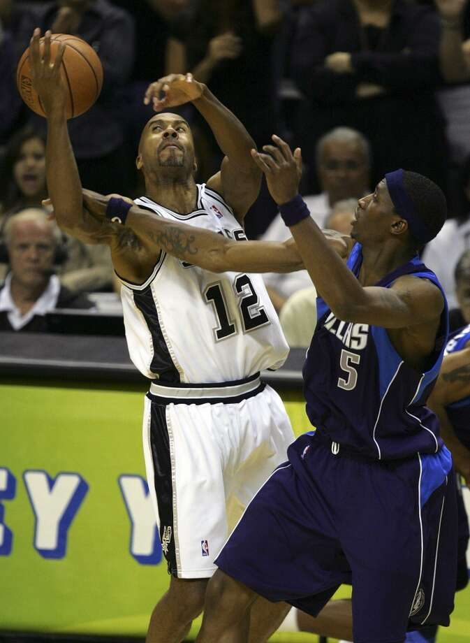 The Mavericks' Josh Howard knocks the ball from the Spurs' Bruce Bowen during Game 7 of the Western Conference Semifinals at the AT&T Center on May 22, 2006. Photo: Bahram Mark Sobhani, San Antonio Express-News