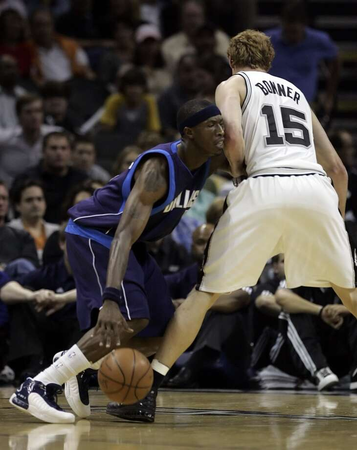 The Mavericks' Josh Howard (left) runs into the arm of the Spurs' Matt Bonner (15) in the first half at the AT&T Center on Nov. 4, 2008. Photo: Kin Man Hui, San Antonio Express-News