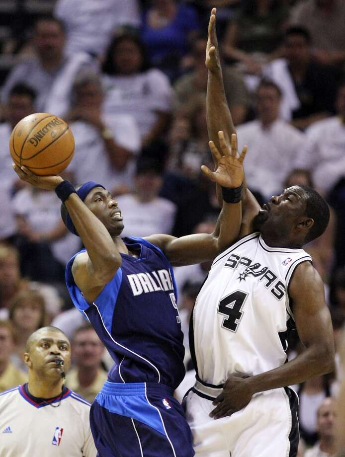 The Spurs' Michael Finley defends the Mavericks' Josh Howard during Game 1 of the Western Conference Playoffs First Round on April 18, 2009, at the AT&T Center. Photo: Edward A. Ornelas, San Antonio Express-News