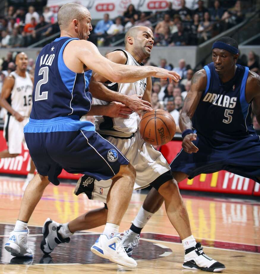 The Spurs' Tony Parker looks for room between the Mavericks' Jason Kidd and Josh Howard during Game 5 in the First Round of the Western Conference Playoffs on April 28, 2009, at the AT&T Center. Photo: Edward A. Ornelas, San Antonio Express-News