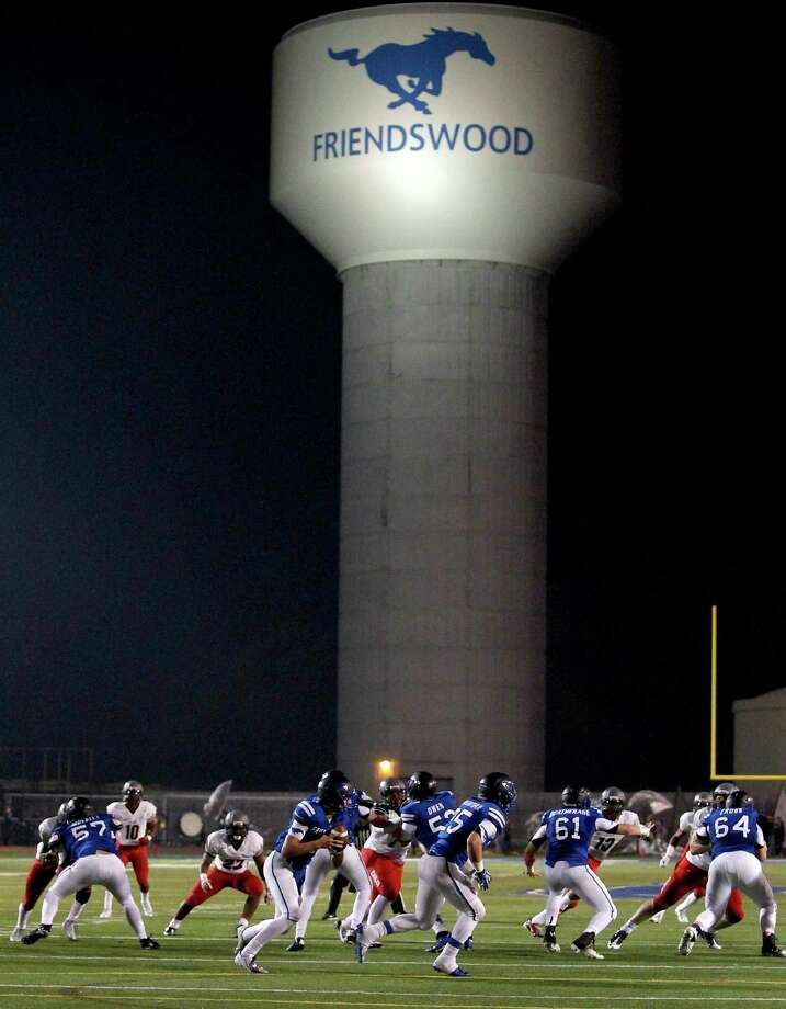 10/25/13: Friendswood's Brandon Sargent #9 scrambles against Dawson's  in a high school football game at Winston Stadium in Friendswood, Texas. Photo: Thomas B. Shea, Houston Chronicle / © 2013 Thomas B. Shea
