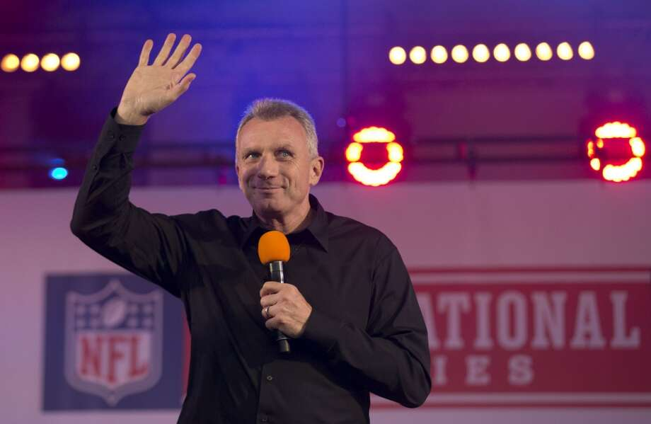 Former San Francisco 49ers quarterback Joe Montana waves as he walks onto the stage to be interviewed during an NFL fan rally in Trafalgar Square, London, Saturday, Oct. 26, 2013. Photo: Matt Dunham, Associated Press