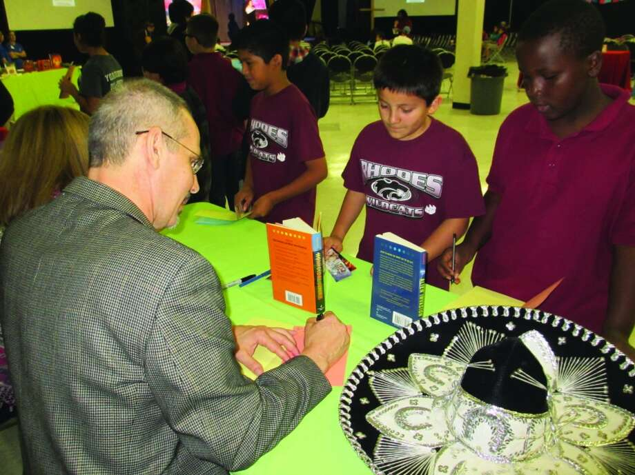Author Brian Yansky signs autographs. Photo: Terry Scott Bertling, San Antonio Express-News