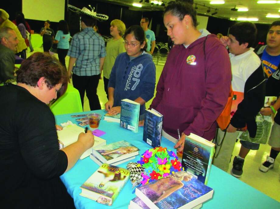 Author Tracy Deebs, the mother of four sons, signs autographs for young readers after talking about her work Saturday. Photo: Terry Scott Bertling, San Antonio Express-News