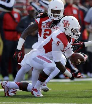 UH defensive back Turon Walker intercepts a pass against Rutgers during the first half. Photo: Mel Evans, Associated Press