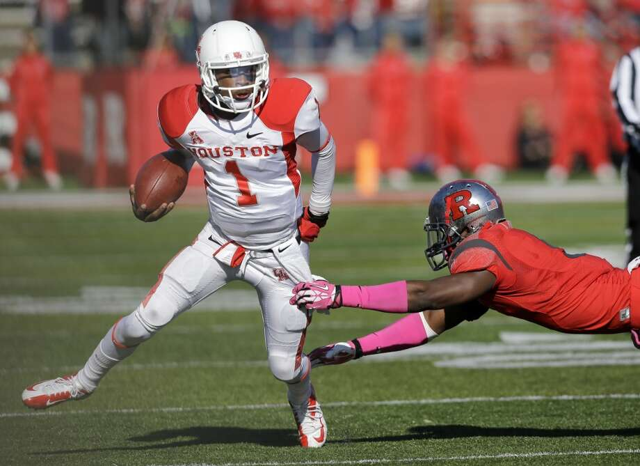 UH quarterback Greg Ward scrambles against Rutgers. Photo: Mel Evans, Associated Press