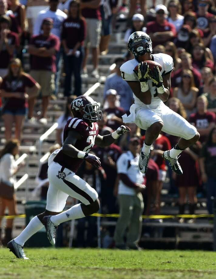 DUPLICATE***Vanderbilt Commodores wide receiver Jonathan Krause catches a pass as Texas A&M Aggies defensive back Deshazor Everett defends during the first half of a college football game at Kyle Field Saturday, Oct. 26, 2013, in College Station. Photo: Cody Duty, Houston Chronicle