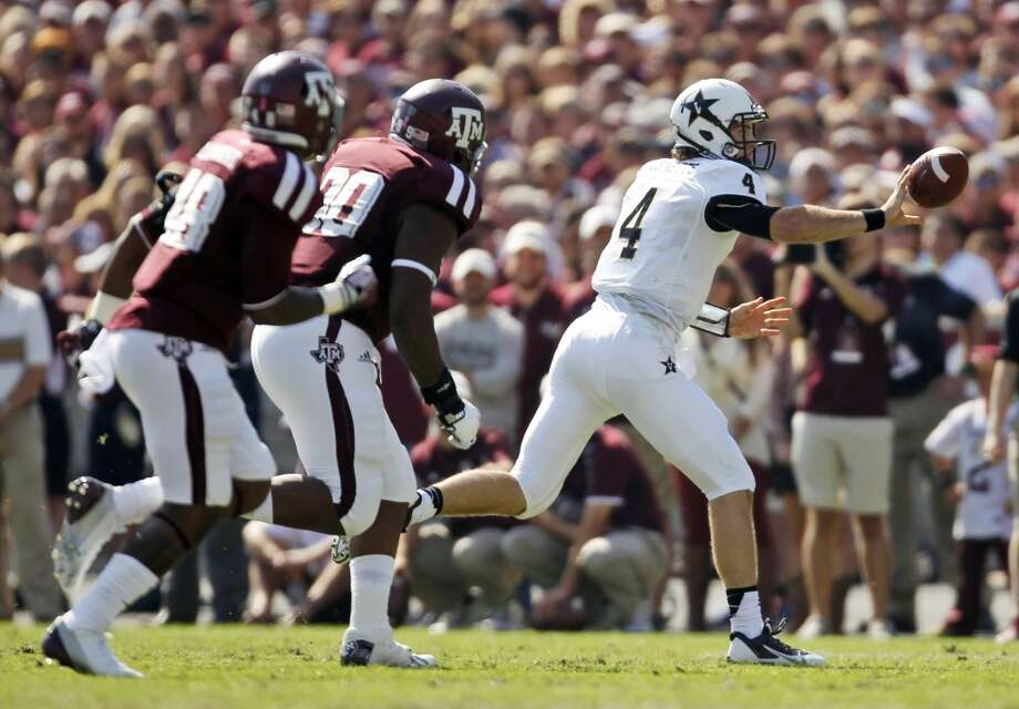 Vanderbilt's Patton Robinette (4) throws a shuffle pass during the first half of an NCAA football game against Texas A&M, Saturday, Oct. 26, 2013, in College Station, Texas. Photo: Eric Christian Smith, Associated Press
