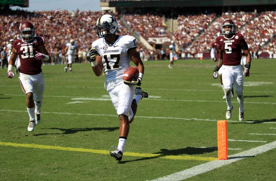 Vanderbilt's Jonathan Krause (17) scores a touchdown past Texas A&M's Howard Matthews (31) and Floyd Raven (5) during the first half of an NCAA football game, Saturday, Oct. 26, 2013, in College Station, Texas. Photo: Eric Christian Smith, Associated Press