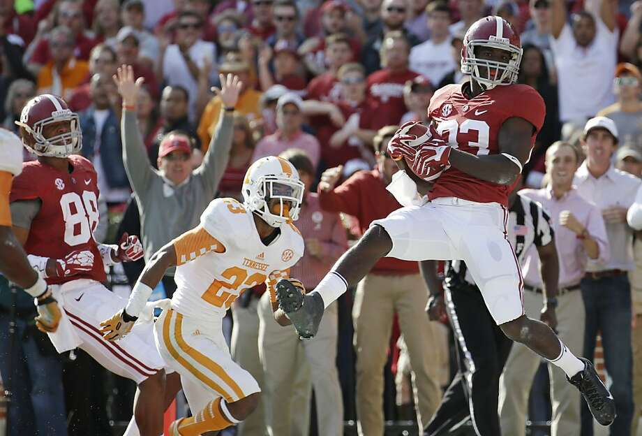 Alabama wide receiver Kevin Norwood hauls in a 22-yard touchdown pass in front of Tennessee's Cameron Sutton. Photo: Dave Martin, Associated Press