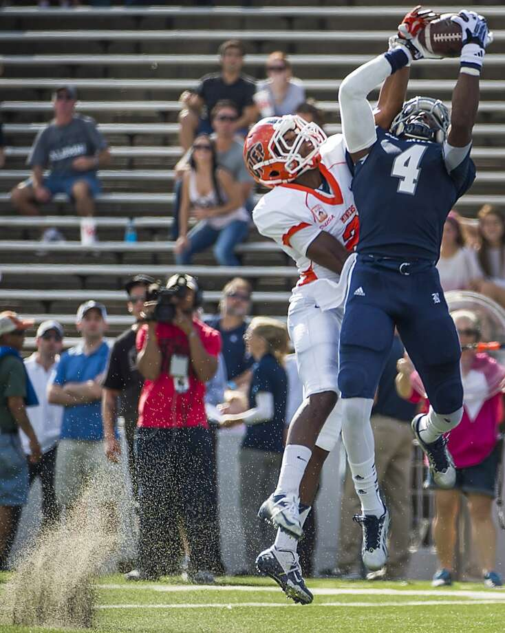 Rice wide receiver Dennis Parks (4) catches a 17-yard touchdown pass as UTEP defensive back Ishmael Harrison defends. Photo: Smiley N. Pool, Houston Chronicle